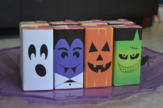 Halloween Juice Box Labels - Looking for a fun (but healthy) Halloween class party drink idea?  Bling out juice boxes with Halloween labels!  The kids will love them - and it takes just a few moments to do.  #FINDinista.com #halloween #halloweenparty #halloweenfood #craft #kidsparty