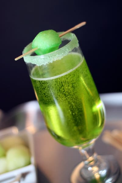 Sparkling Shamrock Champagne Cocktail - toast your way to a brilliant St. Patrick's Day with this gorgeous (and scrumptious) green champagne cocktail!