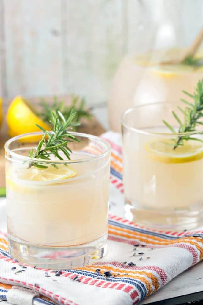 rosemary lavender lemonade spring drink ideas delicious cocktail for friends
