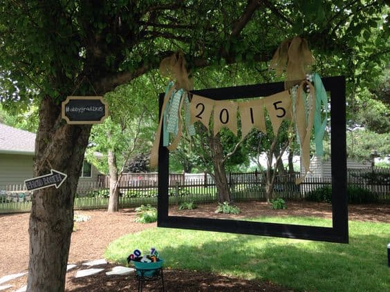 Looking for an easy but fun grad party photo booth idea? Hang an old picture frame from a tree! Click for details.
