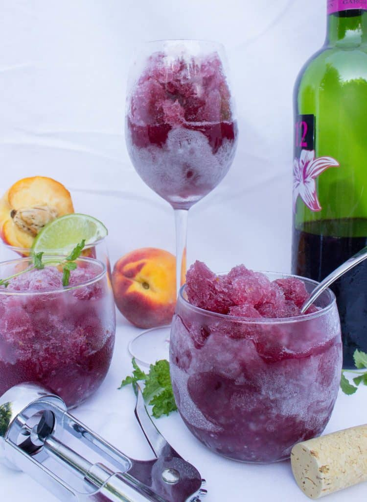 How yummy does this icy peach sangria granita look?  It's sure to become your favorite summer alcoholic treat!  Click for recipe.