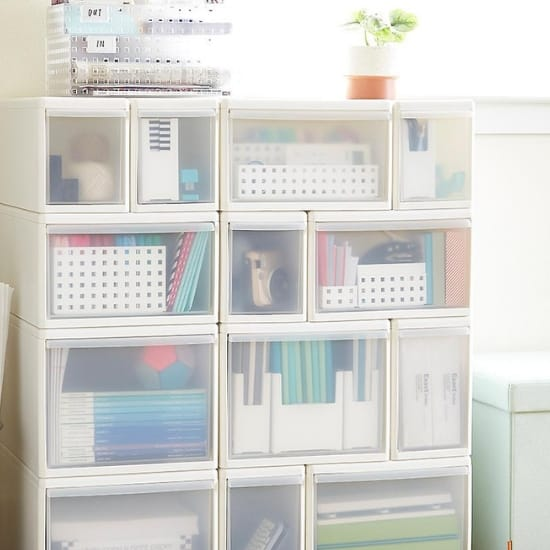 Dorm Room Storage Ideas - These mix and match modular bins are perfect under bed storage for your college dorm room!  They come in so many sizes...you can create the exact storage system that you need.  #FINDinista #dormroom #dormroomorganization