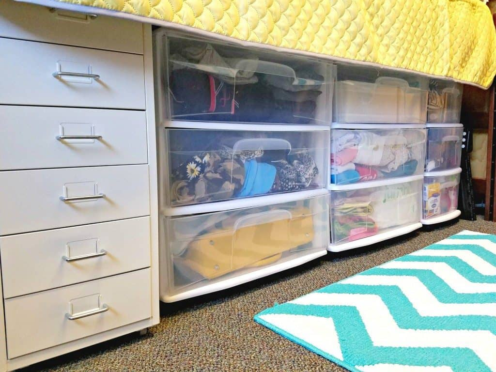 Dorm room organization great hacks for organizing a - Dorm underbed storage ideas ...