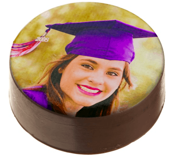 Graduation Photo Cookies - Adorable (and delicious) photo cookies are a wonderful addition to your grad party dessert table. Choose from chocolate or white chocolate oreos, shortbread cookies, cake pops, or sugar cookies. An easy way to impress your guests at your graduation party! #FINDinista.com #graduationparty
