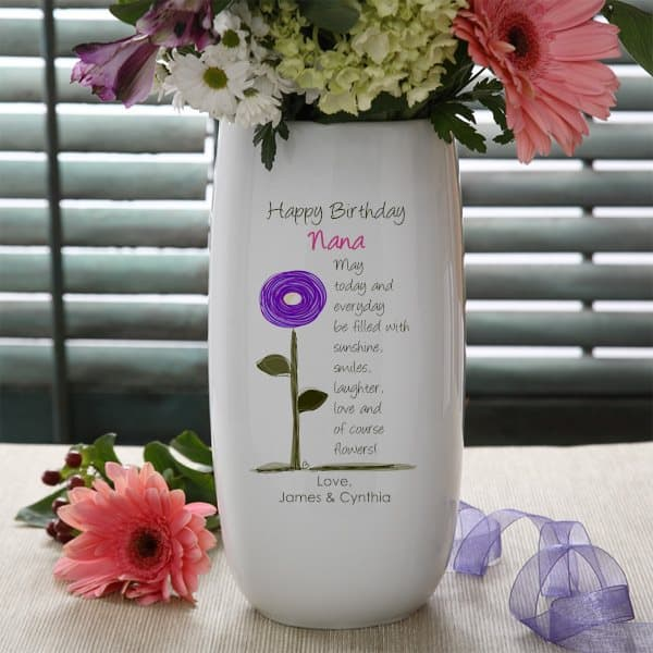 Birthday Gifts for Nana - Looking for awesome Nana birthday gift ideas? Click to see 50+ perfect gifts for Nana, such as this adorable personalized flower vase. #FINDinista #nanagifts #Nana