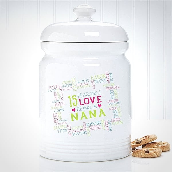 Nana Gift Ideas - Personalized cookie jar with grandkids' names is a fabulous Christmas, Mother's Day or birthday gift for Nana. Click to see 50+ awesome gift ideas for Nana that she will love! #FINDinista #nanagifts #nana