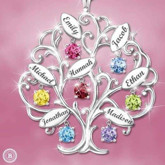 Wondering what to buy Grandma for Christmas? Delight her with a personalized family tree necklace. She'll love wearing this beautiful family tree necklace with grandkids' names and birthstones! Click to order and to see 25+ fabulous Christmas gifts for grandmothers. #FINDinista #grandmagifts #ChristmasGifts